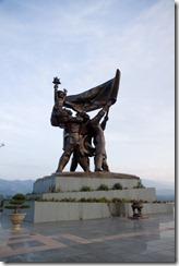 Monument aux morts en haut de la colline
