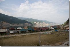Moc Chau, ville en construction autour d'un lac artificiel sur la route de Dien Bien Phu à Lai Chau