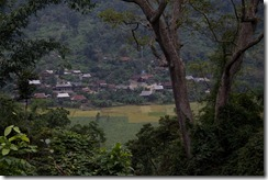 Un des villages qui donne sur le lac, côté rizieres