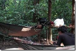 0093 - Mes guides au campement du soir, Trekking 2D-1N dans la jungle, Chi Pat