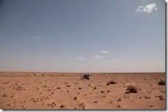 0067 - Ma becane au milieu du désert, N17, Oujda vers Figuig