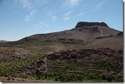 0550 - Village sur la falaise, SudOuest Igherm, R106, Taliouine vers Tafraoute