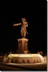 0025 - Vienviane, Proximité Mekong, Statue roi Anouvong